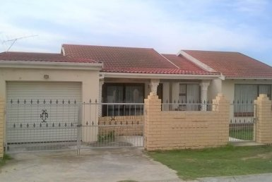 - 3 Bedroom House in Kwamagxaki 385x258 - 3 Bedroom House in Kwamagxaki