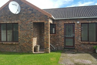 - 1 Bedroom Townhouse for sale in Lorraine Port Elizabeth 385x258 - 2 Bedroom Townhouse in Lorraine, Port Elizabeth