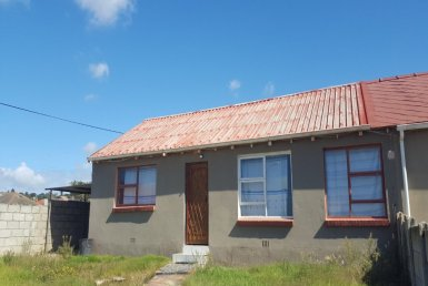 - 2 Bedroom House for sale in Kensington Port Elizabeth 385x258 - 4 Bedroom House in Kensington, Port Elizabeth