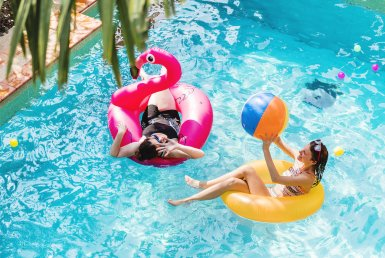 - mother and daughter having fun PMY9EPJ 385x258 - How to Maintain Your Swimming Pool During A Drought