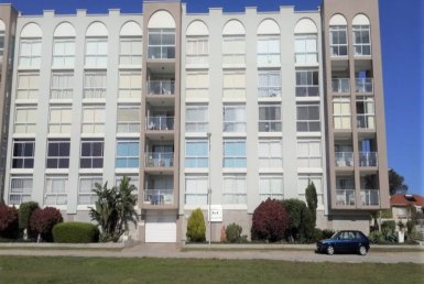 - 1 Bedroom FlatApartment for sale in Humewood Port Elizabeth 2 385x258 - 1 Bedroom Flat/Apartment in Humewood, Port Elizabeth
