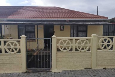 - 1 Bedroom House for sale in Kensington Port Elizabeth 385x258 - 2 Bedroom House in Kensington, Port Elizabeth