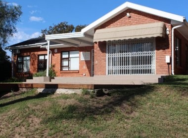 - 2 Bedroom House for sale in Walmer Heights Port Elizabeth 380x280 - 3 Bedroom House in Parsons Hill, Port Elizabeth