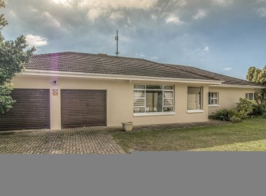 - 3 Bedroom House for sale in Parsons Hill Port Elizabeth 380x280 - 3 Bedroom House in Parsons Hill, Port Elizabeth