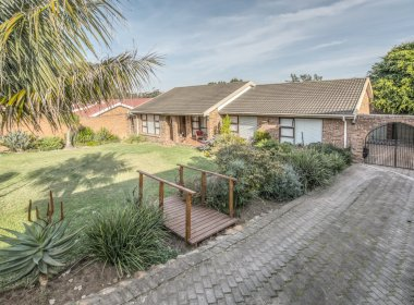 - 2 Bedroom House for sale in Framesby Port Elizabeth 380x280 - 3 Bedroom House in Parsons Hill, Port Elizabeth