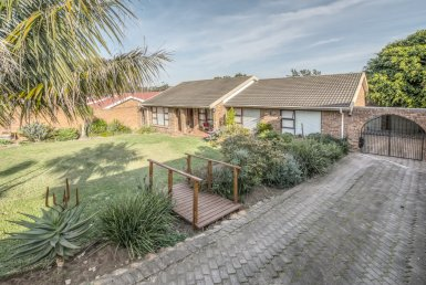 - 2 Bedroom House for sale in Framesby Port Elizabeth 385x258 - 3 Bedroom House in Framesby, Port Elizabeth